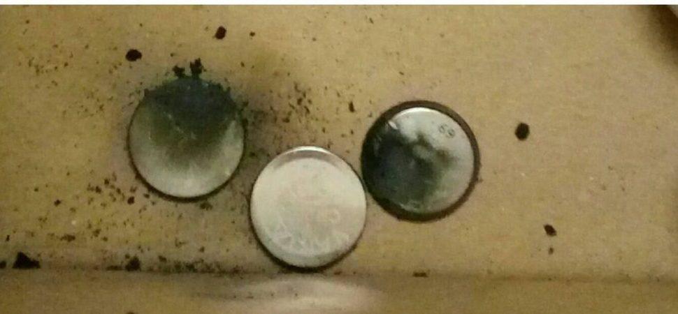 explodierte Knopfzellen