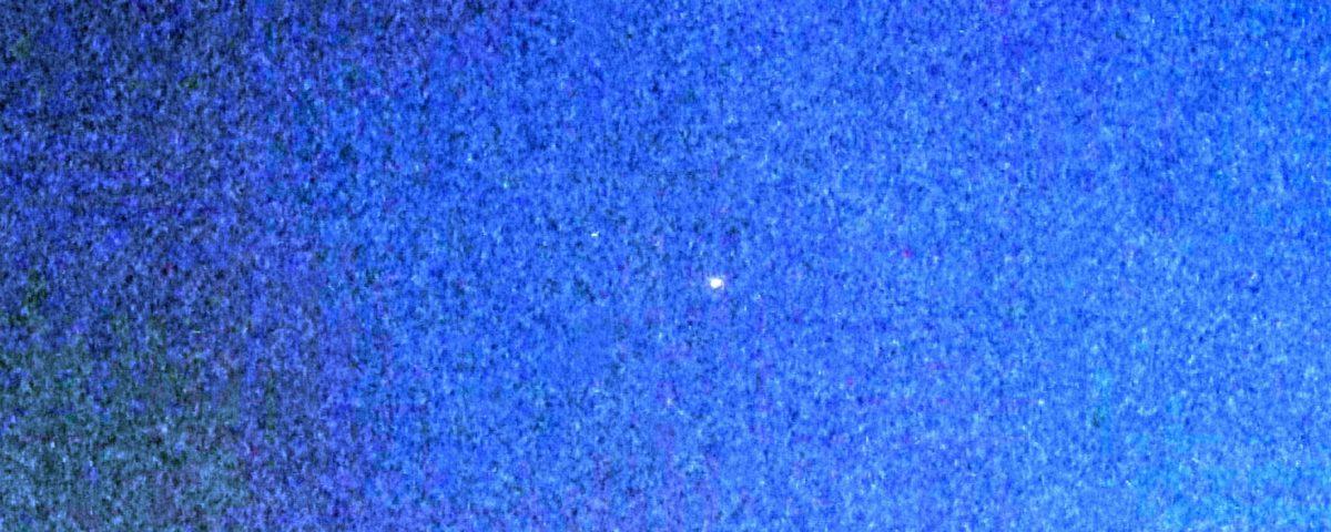 grobkörniger Abendhimmel mit einzelnem Stern